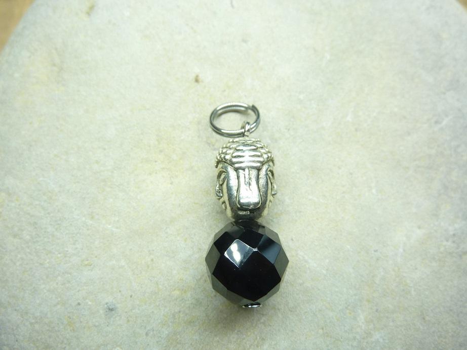 Pendentif Spinelle noir 10 mm Bouddha
