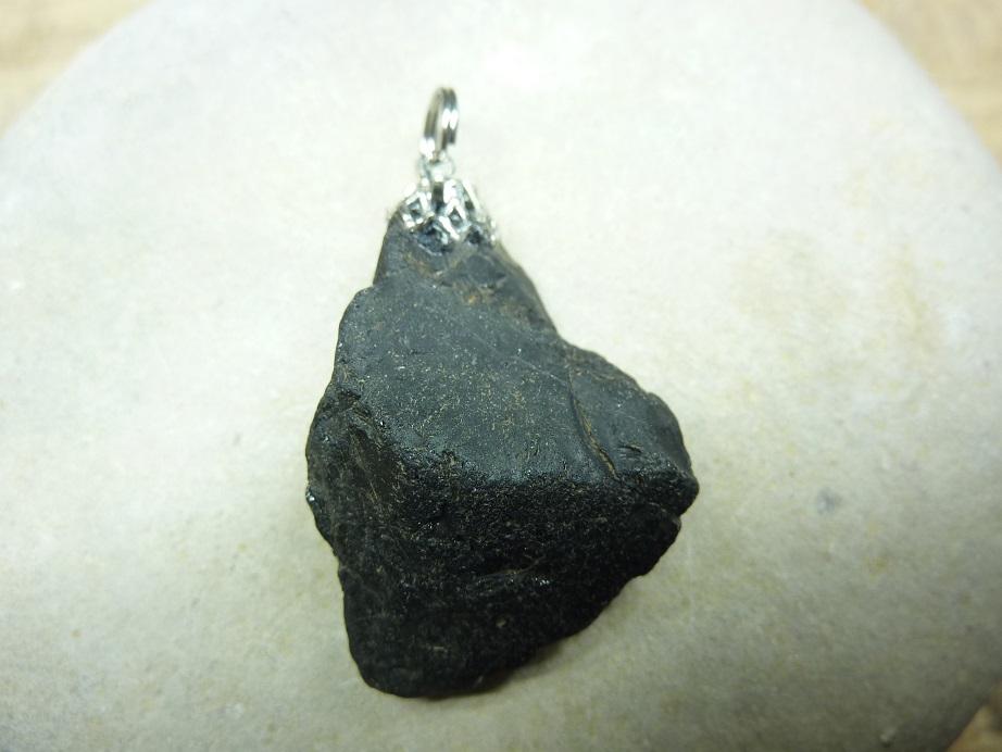 Pendentif Spinelle noir Brut 14,6 gr ref 1237