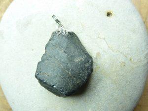 Pendentif Spinelle noir Brut 15,4 gr ref 2626